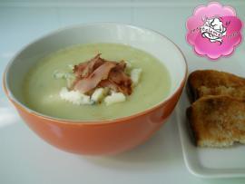 Supa crema de conopida cu branza cu mucegai