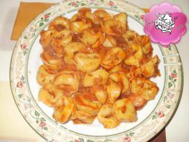 Tortellini cu sos de rosii